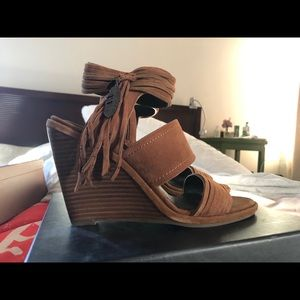 Cute Coach wedge sandals size 7US (37)
